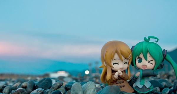 Miku y Kirino en la playa—CC Kodomut